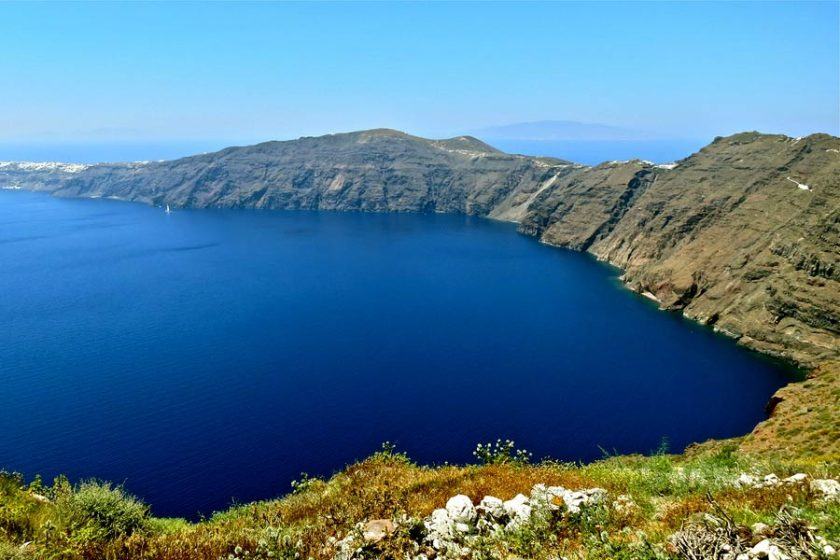 between-oia-and-fira.jpg
