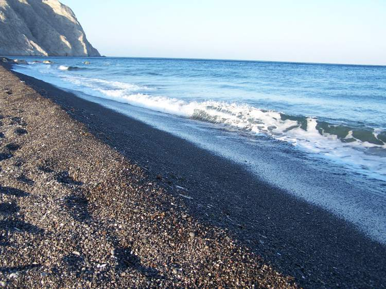 black-sand-beach-santorini